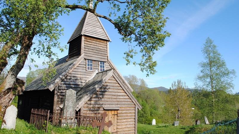 Holdhus gamle kyrkje